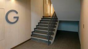 Пустые лестницы на поле g стоковая фотография