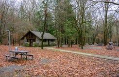 Пустые места для лагеря во время завершать работу с правительства стоковые изображения rf