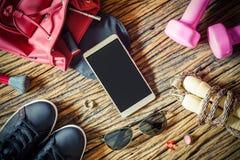 Пустые оборудования Smartphone и спорта, фитнес, здоровая и acti Стоковые Изображения RF