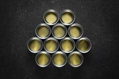 Пустые олов краски на черноте стоковое изображение rf