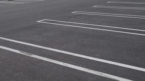 Пустые парковки сняли в замедленном движении 80 во время золотого захо видеоматериал