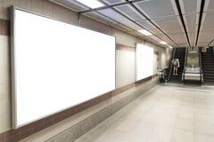 Пустые плакаты афиши в станции метро для рекламировать стоковая фотография