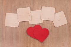 Пустые плиты и красные сердца Стоковое Фото