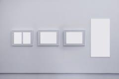 Пустые рамки на стене Стоковое Изображение RF