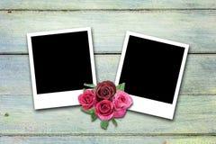 Пустые рамки фото валентинки на древесине Стоковые Изображения