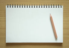 Пустые спиральная тетрадь и карандаш Стоковая Фотография RF