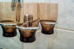 Пустые стекла для зубной щетки в ванной комнате Стоковые Изображения
