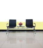 Пустые стулья в пользе дизайна интерьера зала ожидания для ослабляют Стоковая Фотография