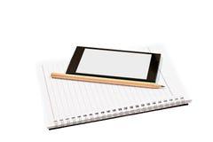 Пустые тетрадь, smartphones и карандаш изолированная на белизне Стоковые Изображения RF