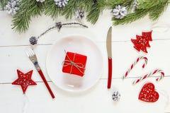 Пустые украшения плиты, ножа и вилки, подарочной коробки и рождества Стоковое Фото