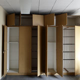 Пустые шкафы стоковые изображения rf