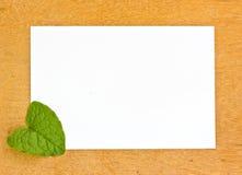 Пустые pape и лист на деревянных bords Стоковая Фотография RF