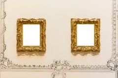 Пустым изолированное музеем изобразительных искусств крася украшение рамки внутри помещения огораживает Стоковое Изображение RF