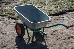 Пустым 2-катят садом, который тачка металла Стоковые Изображения RF