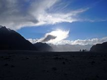 Пустыня в тени на заходе солнца стоковое изображение rf