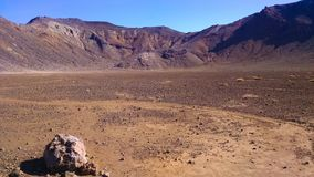 Пустыня Новая Зеландия скрещивания Tongariro стоковые изображения rf