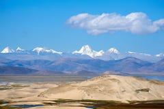 Пустыня перед теми известными пиками Стоковая Фотография RF