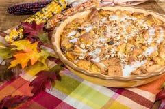 Пустыня пудинга хлеба изюминки с украшениями падения Стоковые Фото
