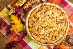 Пустыня пудинга хлеба изюминки с украшениями падения Стоковая Фотография