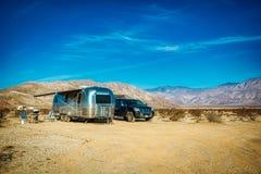 Пустыня располагаясь лагерем Borrego Springs Калифорния Airstream стоковые изображения rf