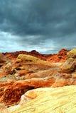 пустыня трясет небо бурное Стоковое Изображение