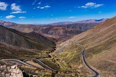 Пустыня Atacama Чили улицы Cuesta de Lipan Змейчат стоковые изображения rf