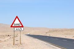 Пустыня Luderitz предупредительного знака песка, Nambia Стоковые Фото