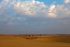 Пустыня Thar и голубое небо стоковая фотография