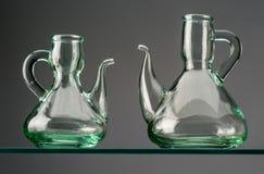 2 пустых деревенских кристаллических oilcans Стоковое Изображение RF