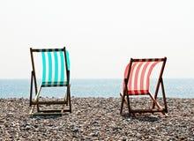 2 пустых деревянных deckchairs рамки Стоковая Фотография