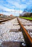 2 пустых железнодорожного пути соединяя в расстоянии Стоковое Фото