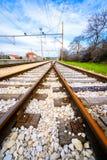2 пустых железнодорожного пути соединяя в расстоянии Стоковая Фотография