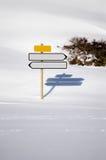 2 пустых дирекционного подписывает внутри снег Стоковое Изображение RF