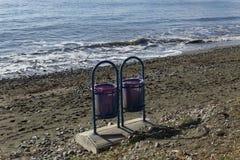 2 пустых коробки на пляже Стоковые Фотографии RF