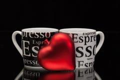 2 пустых кофейной чашки и красного сердце Стоковое фото RF