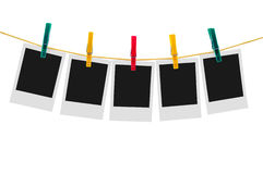 5 пустых немедленных фото на веревке для белья Стоковые Изображения RF