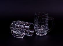 2 пустых положения кружки пива вниз Стоковое Изображение