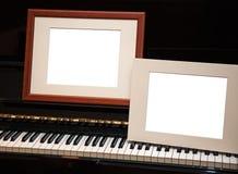 2 пустых рамки на рояле Стоковая Фотография RF
