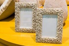 2 пустых рамки фото на таблице Стоковые Фотографии RF