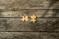 2 пустых соответствуя деревянных части головоломки Стоковые Фото