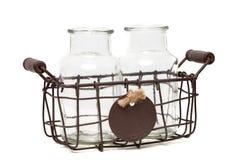 2 пустых стеклянных bottless в винтажной корзине провода Стоковая Фотография RF