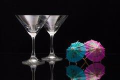 2 пустых стекла шампанского с бумажными зонтиками Стоковые Изображения RF