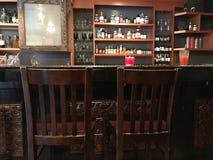 2 пустых стуль в баре Стоковые Изображения