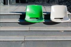 2 пустых стуль на лестницах Стоковое Фото