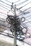 Путать, хаос, грязный электрического кабеля Стоковая Фотография RF