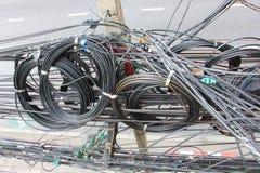 Путать, хаос, грязный электрического кабеля Стоковое Фото