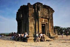 Путешественники на Phnom Bakheng, Angkor Стоковое Изображение RF
