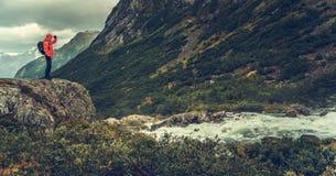 Путешественник исследуя Скандинавию стоковое изображение rf