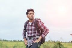 Путешественник молодого человека с рюкзаком Стоковые Фото