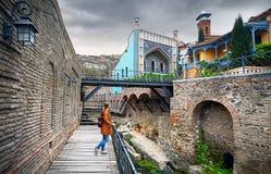 Путешественник на районе Abanotubani Тбилиси стоковые фото